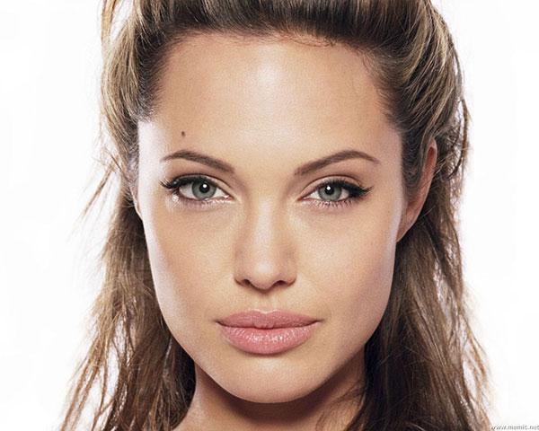 Angelina Jolie – barna fürtjei nélkül ma már el sem tudjuk képzelni