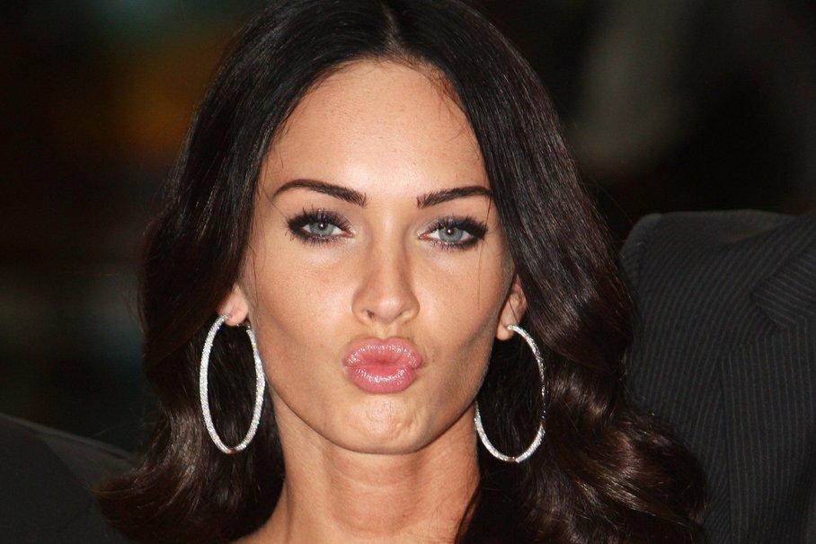 Megan Fox – szép karika fülbevalóit gyakran láthatjuk rajta